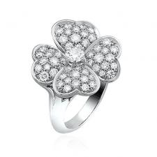 Van Cleef & Arpels. COSMOS MEDIUM MODEL RING